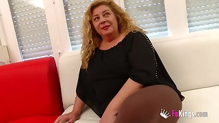Hot mature masseuse fucks her customer for us